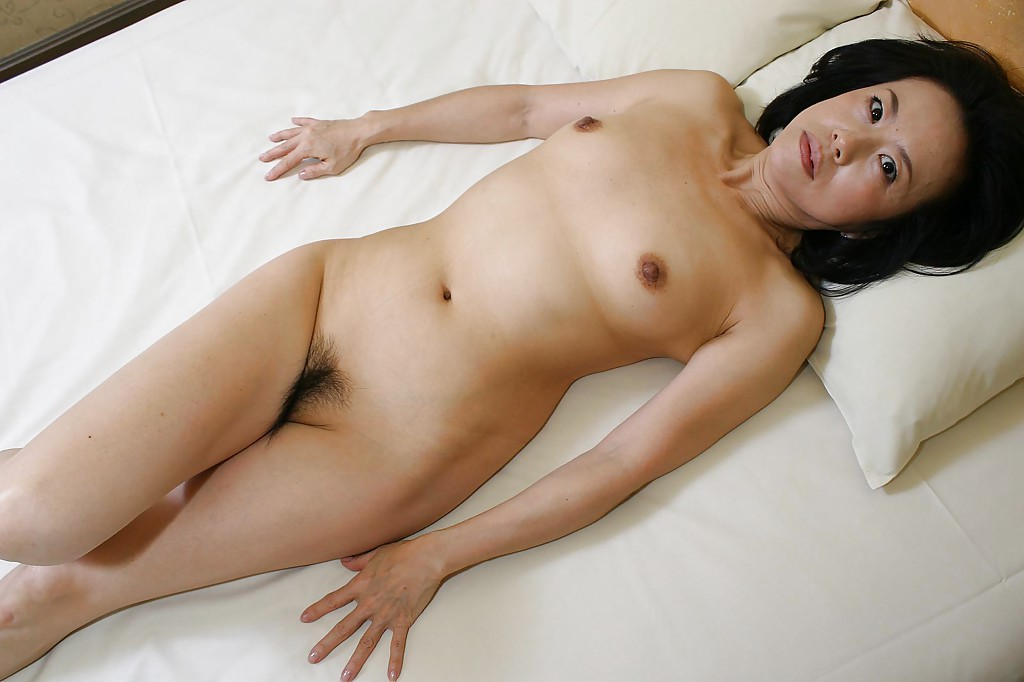 Mature asian gave her man an erotic massage and took his tool in her crack