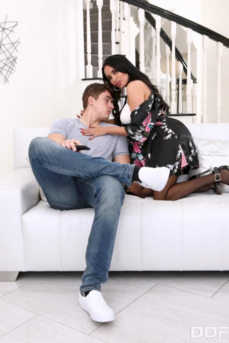 French seductress Anissa Kate takes a huge cumload on her juggs after fucking