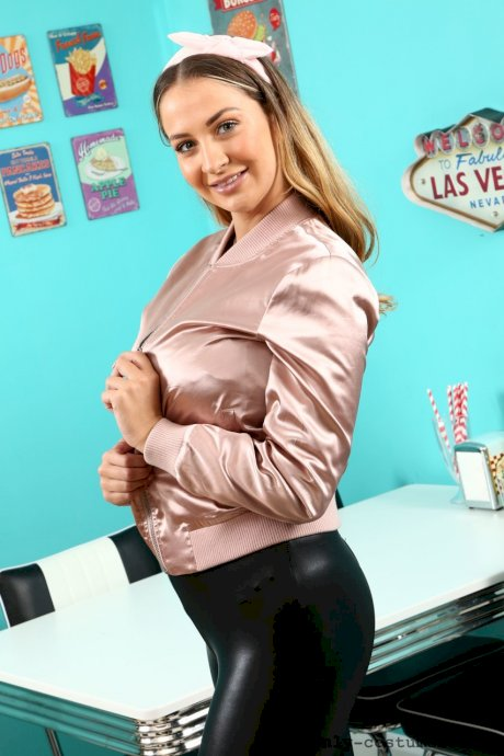 Stunning babe Suzie Q bares her delicious ripe nipples at a diner in pantyhose