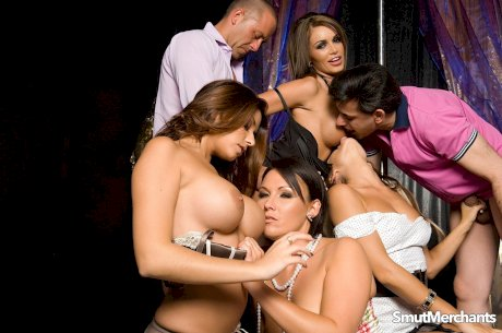 Hot females hookup for a group sex session inside a gentlemen's club