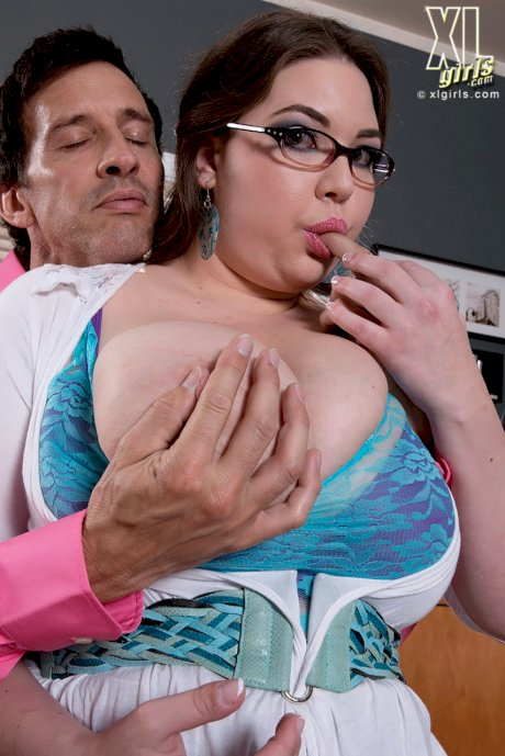 Overweight secretary Nixie Night catches the attention of her boss in a skirt