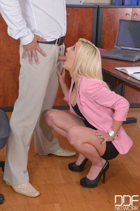 British secretary Sienna Day deepthroating her handsome boss's fat dick