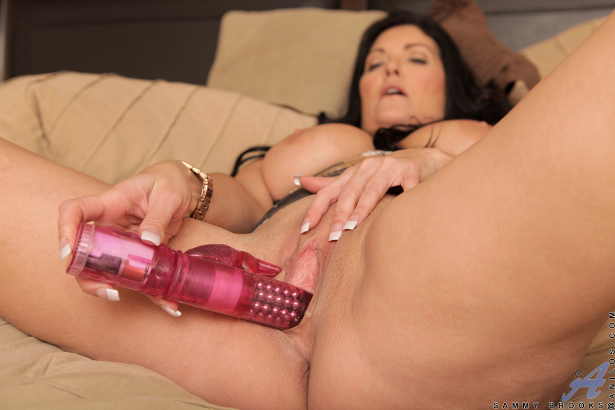 Eliza jane buzzes her clit with a huge vibrator and spreads her pussy lips
