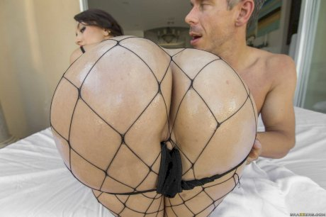 Teen slut in fishnets Mandy Muse takes a huge rod up her bubble ass