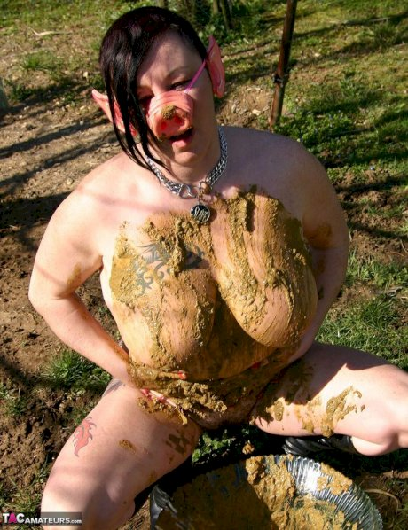 Thick amateur Mary Bitch drinks her own pee while playing in mud like a sow