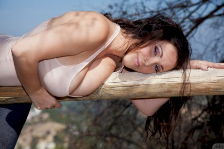 Beautiful Noelle Easton poses in skimpy shirt that highlights her hot curves