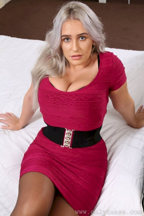 Curvy wife Paris Jade removes her red dress and covers her tits while posing