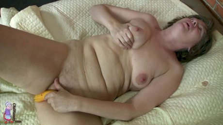 Horny mature Marie wakes up his stepson to take his dong in her swollen cunt