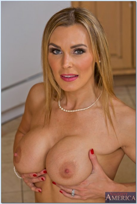 Hot American mom Leena Sky shows her tits & pussy as she poses in her lingerie