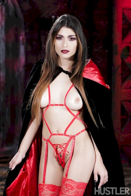 Pornstar Raven Rockette modelling in hot Goth look and outfit