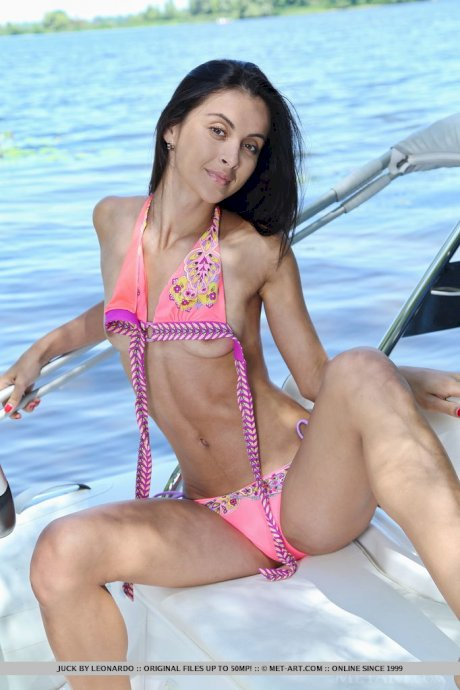 Flat chested Juck sheds bikini to spread thin legs & show tiny pussy outdoors