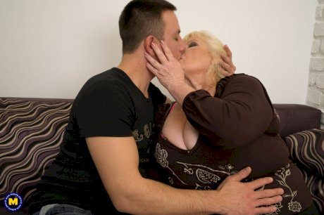 Fat nan with blonde goes pussy to mouth with her younger lover