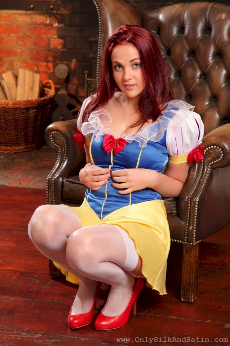Redhead in Snow White coustme Kara Carter strips & teases in lacy lingerie