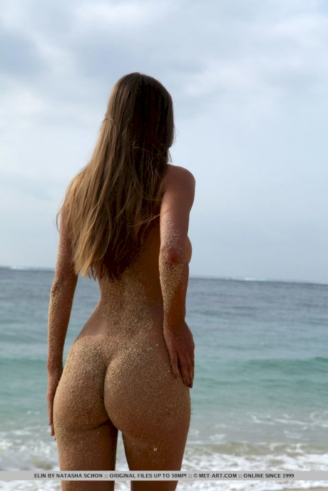 Hot chick Elin covers her beautiful body with sand while going nude at beach