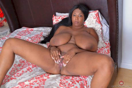 Ebony solo model Rachel Raxxx bares her big butt and pink pussy as well