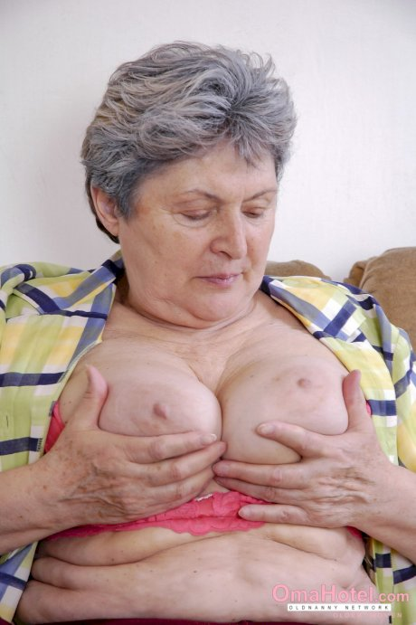 Fatty granny Rossa unleashes her boobs and toys her unshaved pussy
