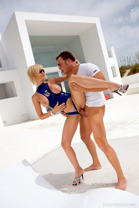 Hot blonde with big tits does anal with her man servant in sunglasses