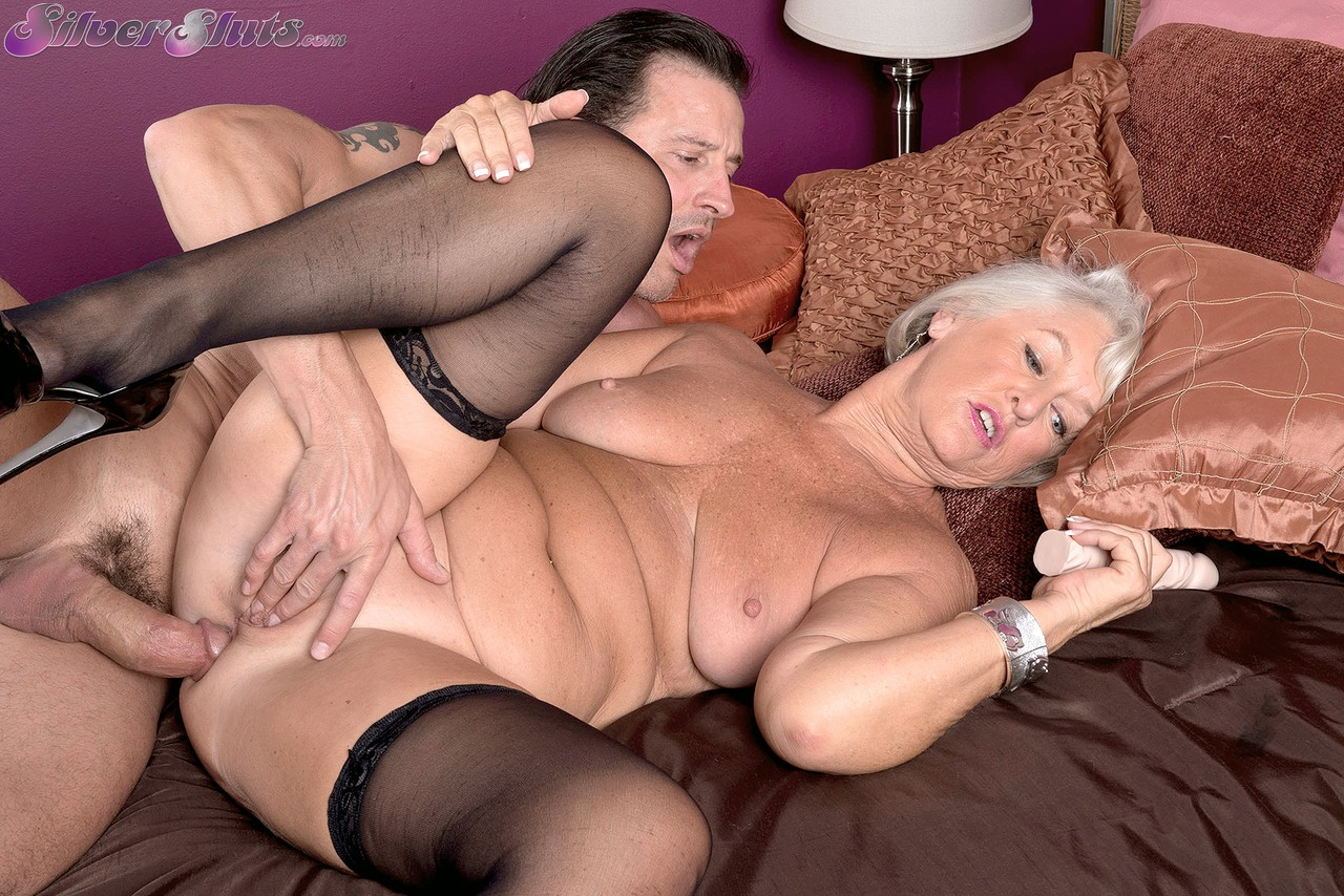 Granny in black, fishnet stockings is getting her pussy and ass fucked, free porn